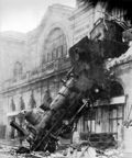 300px-Train_wreck_at_Montparnasse_1895
